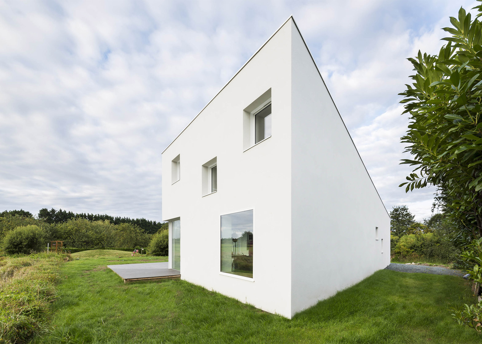 House for a Photographer by Studio Razavi