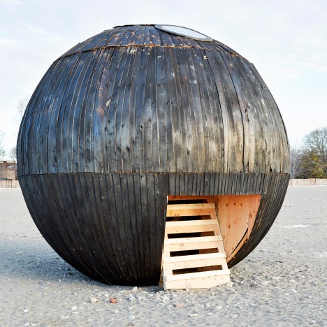 in-the-belly-of-the-bear-khristel-stecher-winter-stations-dezeen-936-sqa