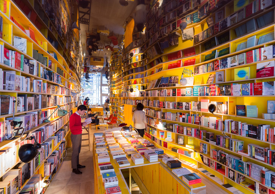 "SelgasCano creates London bookstore promoting ""a return to physical material things"""