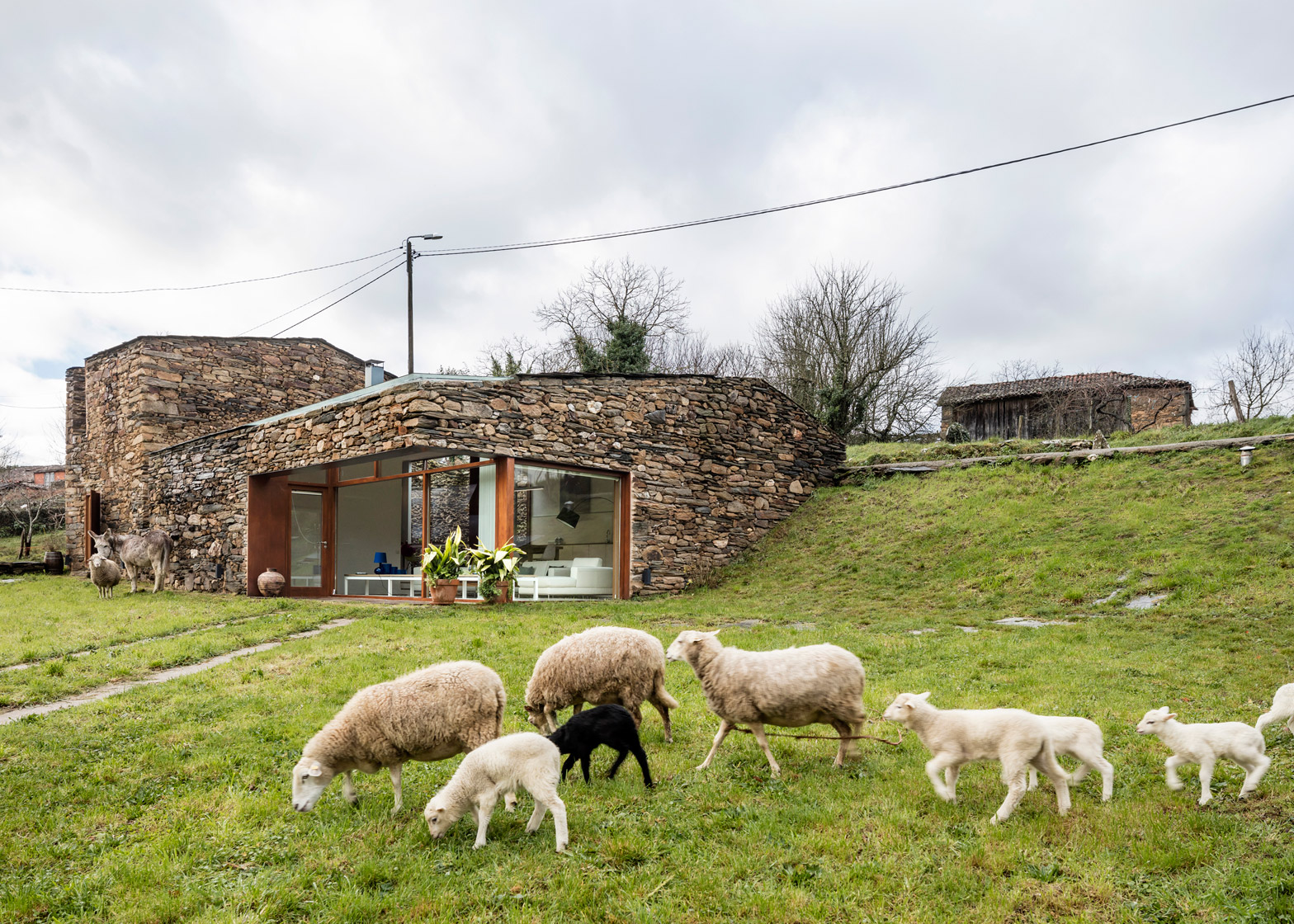 A Bodega by Cubus Arquitectura