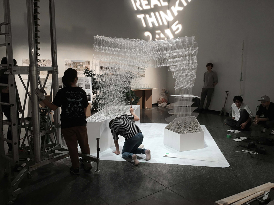 University of Tokyo students and Kengo Kuma have developed a 3D-printing pen that can create architectural structures