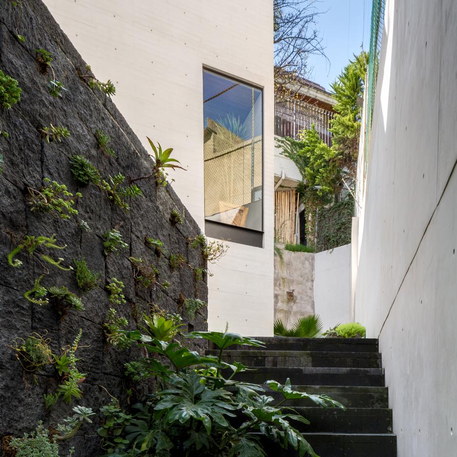 s-house-hector-barroso-riba-concrete-shuttering-mexico-city-moritz-bernoully-rafael-gamo_dezeen_sq