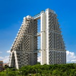 "Moshe Safdie completes Singapore Sky Habitat featuring aerial ""streets"" and gardens"