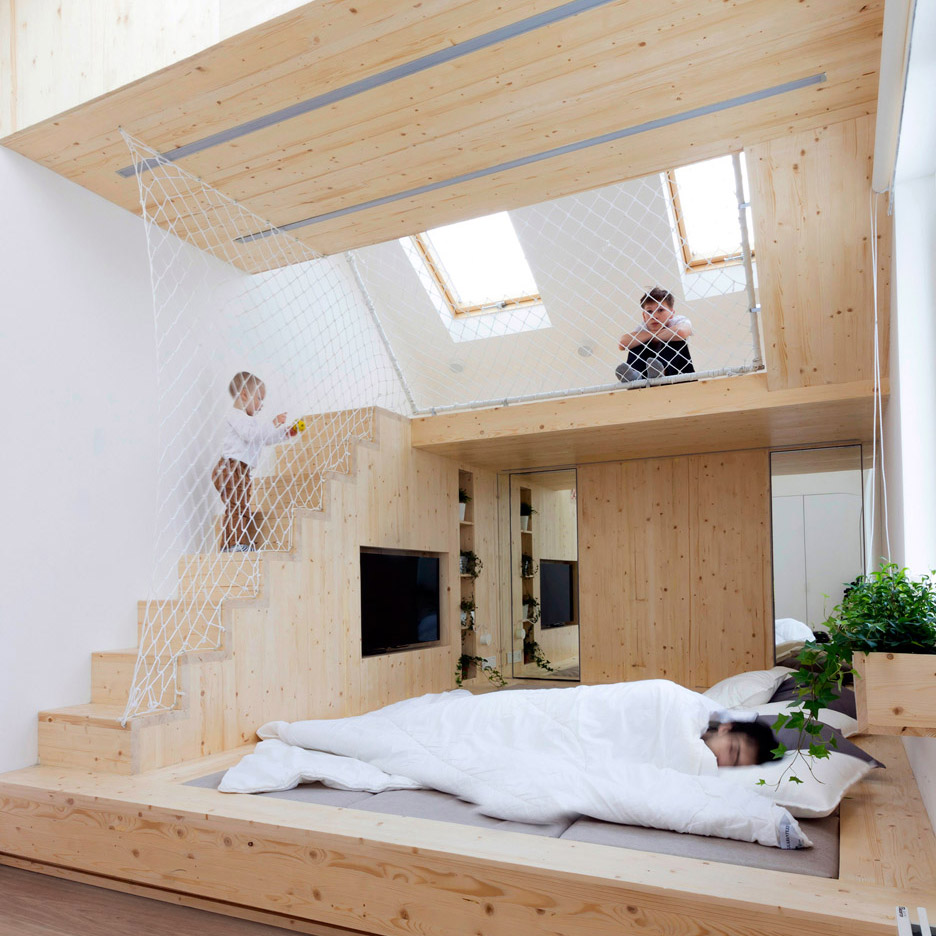Ruetemple adds children's playhouse to bedroom in Russian summer house