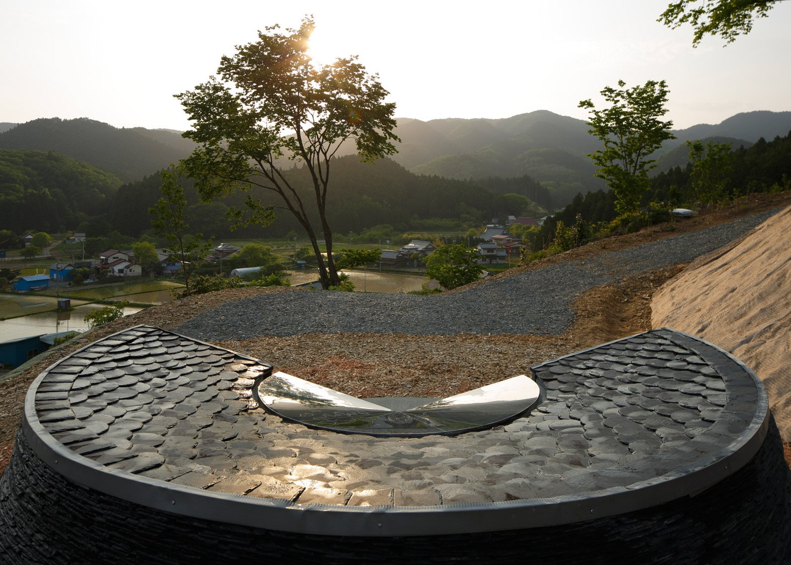 Stone memorial by Koishikawa Architects