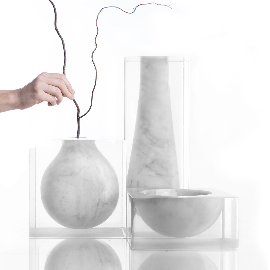 Moreno Ratti suspends marble volumes inside resin blocks