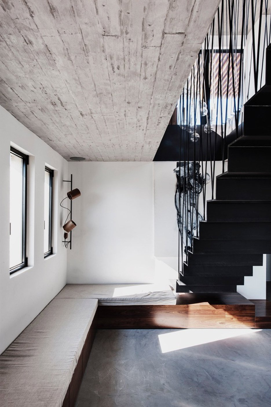 tel-aviv-house-gabrielle-toledano-interior-design_dezeen_936_3