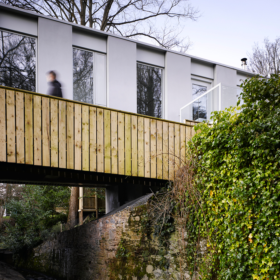 Hall McKnight's Victoria Road house spans a steep-sided stream in Northern Ireland
