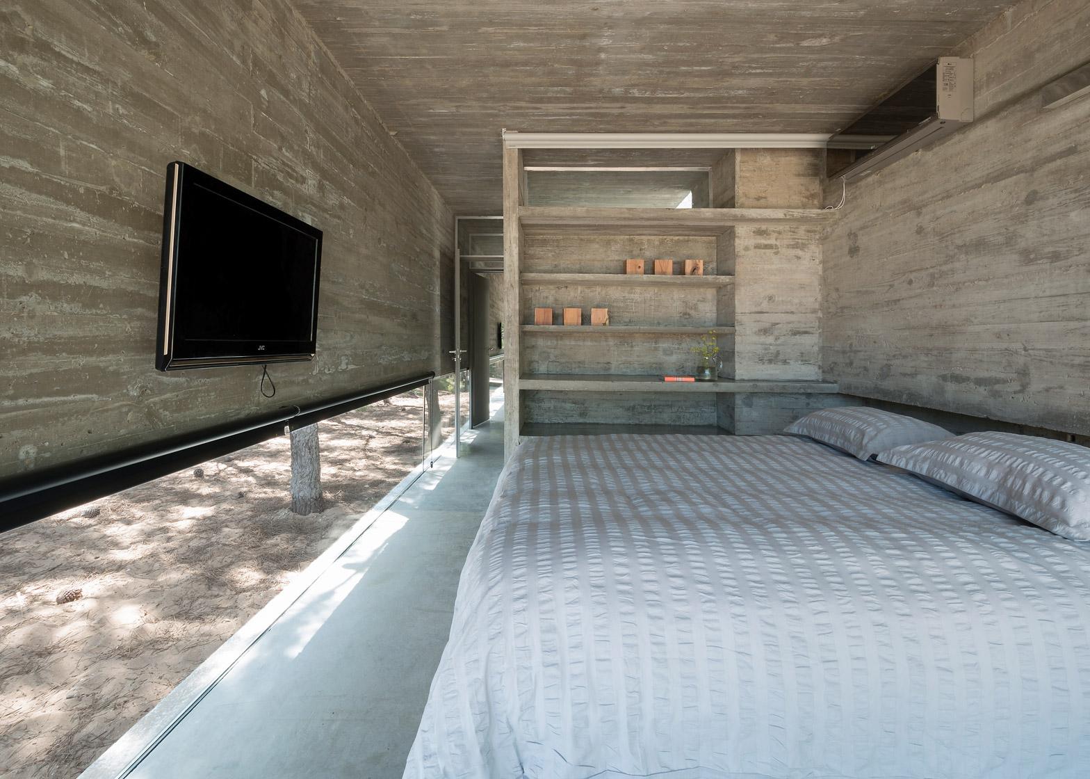 L4 House by Luciano Kruk Arquitectos in Costa Esmeralda, Argentina