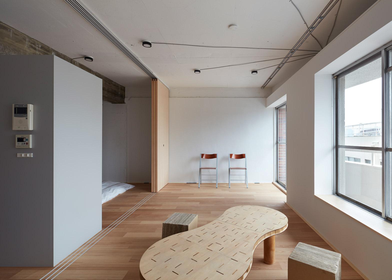 Apartment interior by Frontofficetokyo in Akasaka, Tokyo