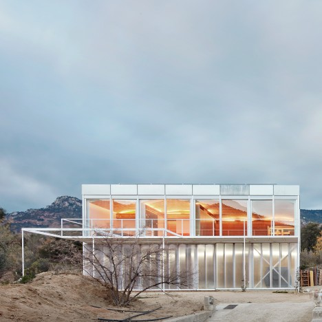 """Schizophrenic"" house in rural Spain provides separate winter and summer lodgings"