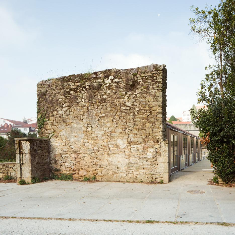 catalizador-belvis-arrokabe-arquitectos-cultural-centre_dezeen_sqb