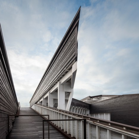 Seaside cultural centre by ARX Portugal boasts an intricate wooden framework