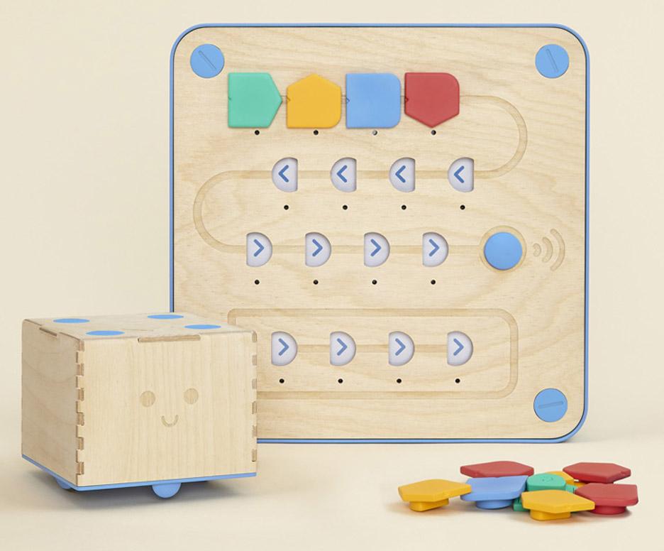 Cubetto wooden coding kit for children