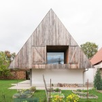 "GENS ""hides"" a contemporary house inside a traditional but top-heavy Alsatian building"