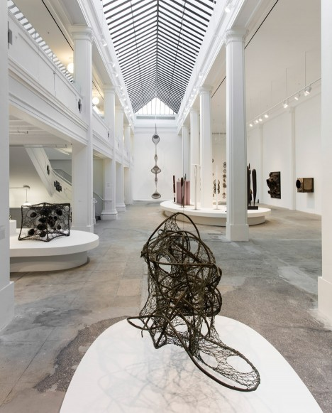 hauser-wirth-gallery-installation-los-angeles-usa_dezeen_936_5