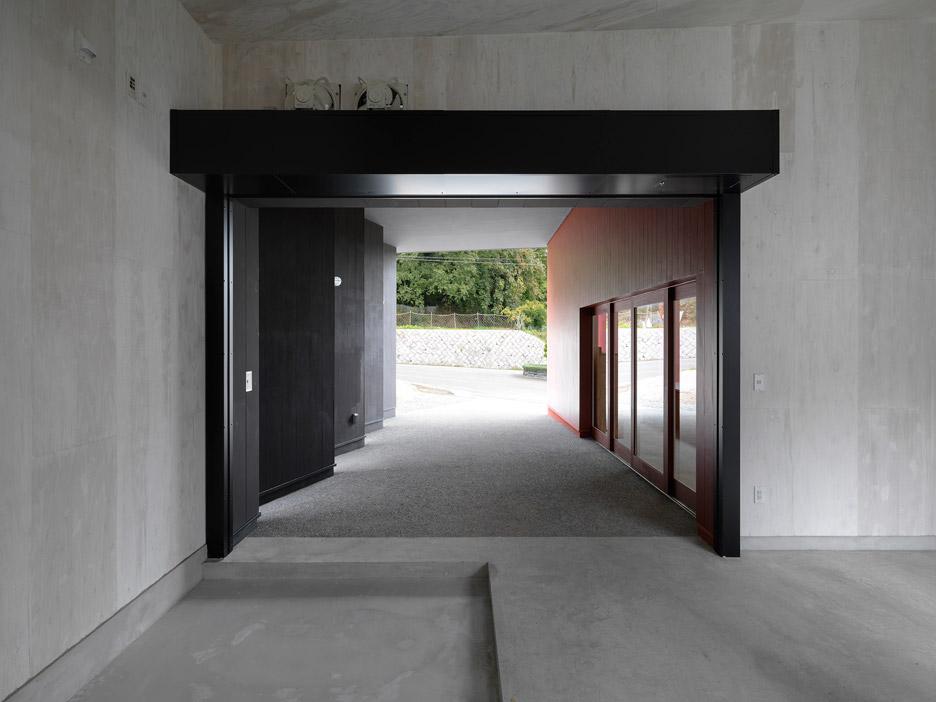 inagawa-cemetery-warehouse-key-operation-atelier-fish-japan_dezeen_936_5