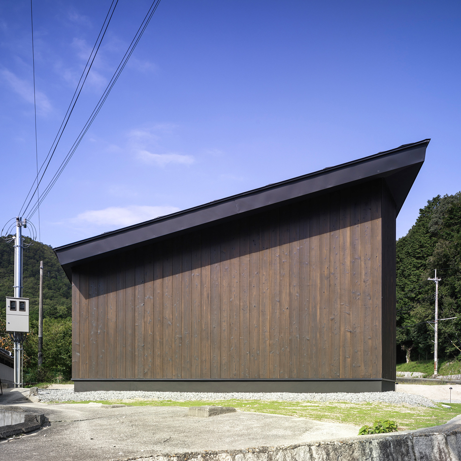 Inagawa Cemetery Warehouse by Key Operation and Atelier Fish