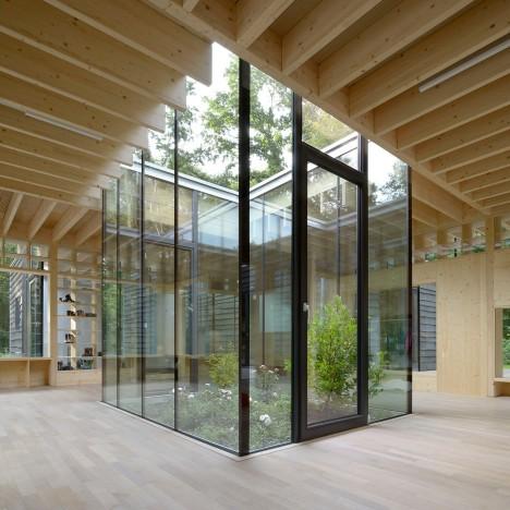 kinderkrippe-kraus-schonberg-architekten-architecture-nursery-school-hamburg-germany-wood_dezeen_sq_0