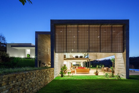 LG House by Reinach Mendonca