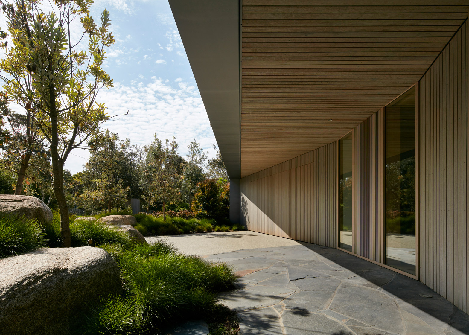"Inarc completes ""efficient, yet extravagant"" retreat on Australia's Mornington Peninsula"