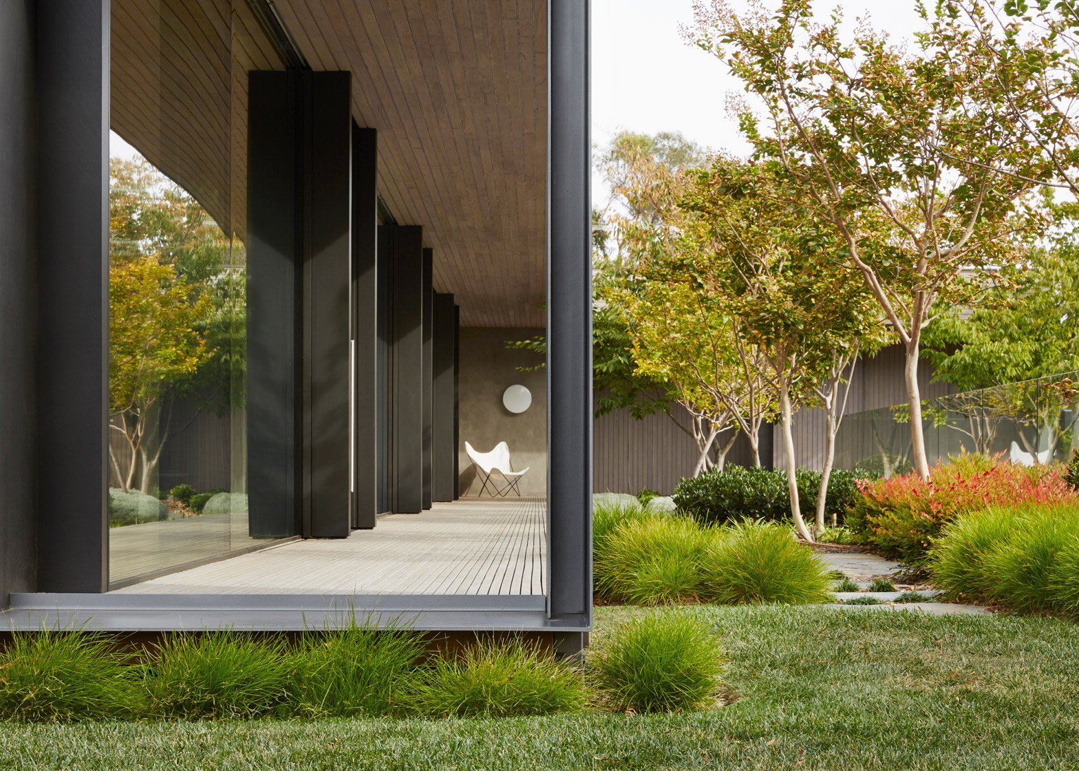 "Inarc completes ""efficient, yet extravagant"" Links Courtyard House on Australia's Mornington Peninsula"