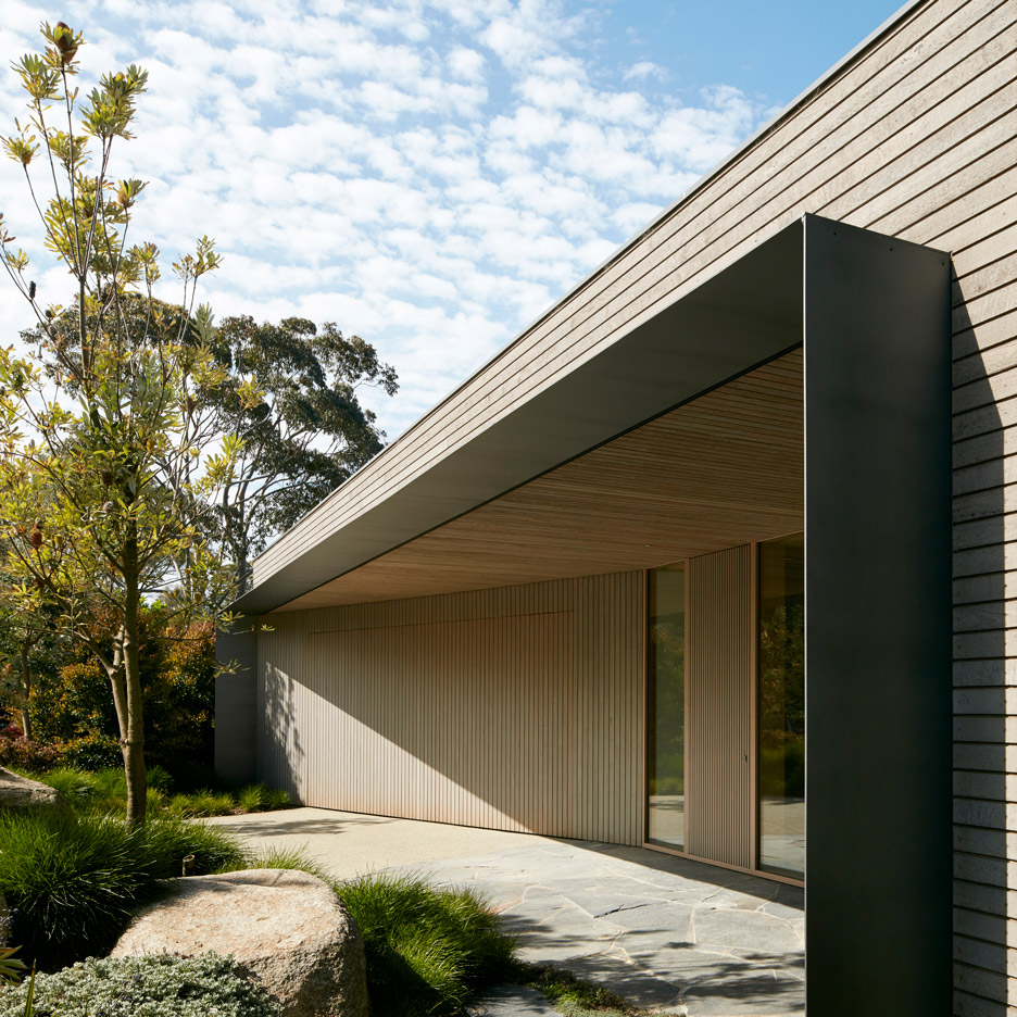 links-courtyard-house-inarc-architects-melbourne-australia_dezeen_sqb