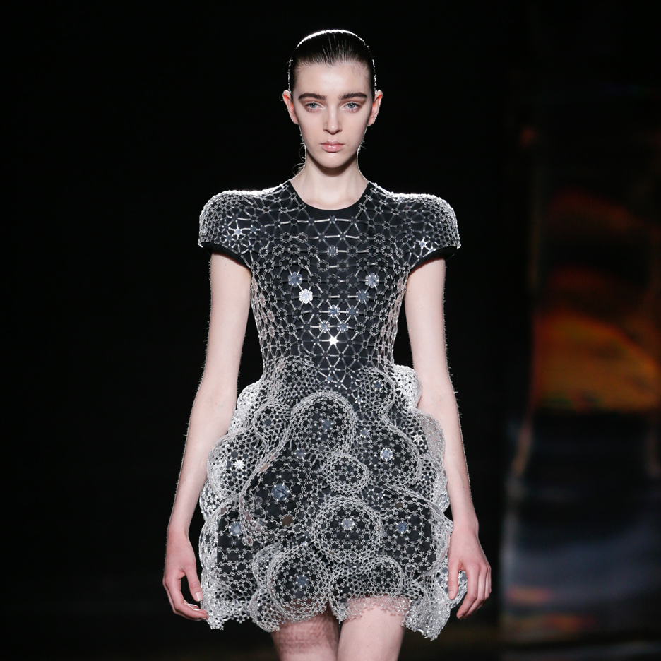 "Iris van Herpen creates ""bubble-like exoskeleton"" dresses for Autumn Winter 2016 collection"