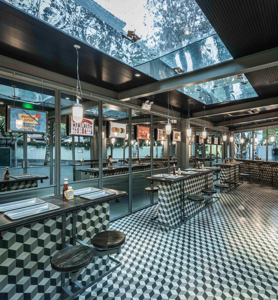 Neri hu bases shanghai burger restaurant on 1950s diners for Interior and exterior design of restaurant