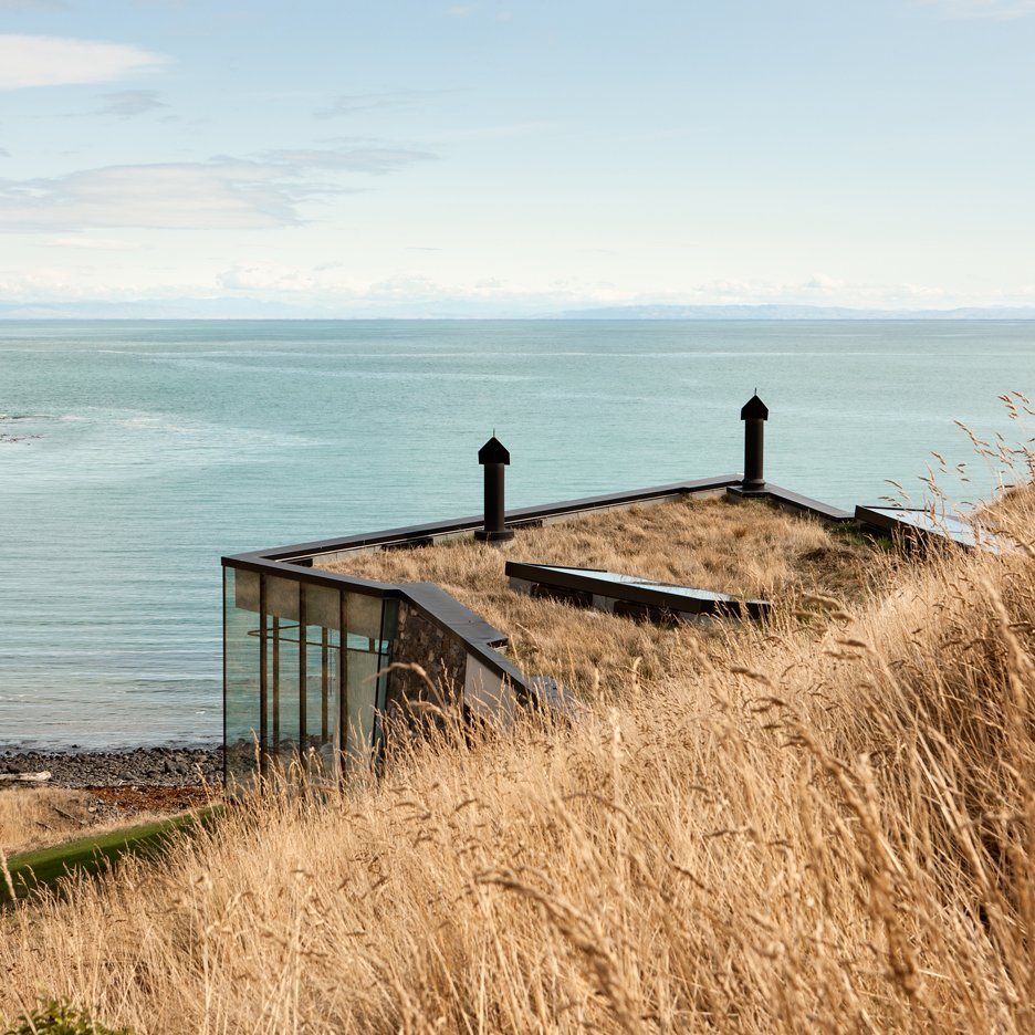 Honeymoon retreat by Andrew Patterson nestles on shoreline of a New Zealand peninsula