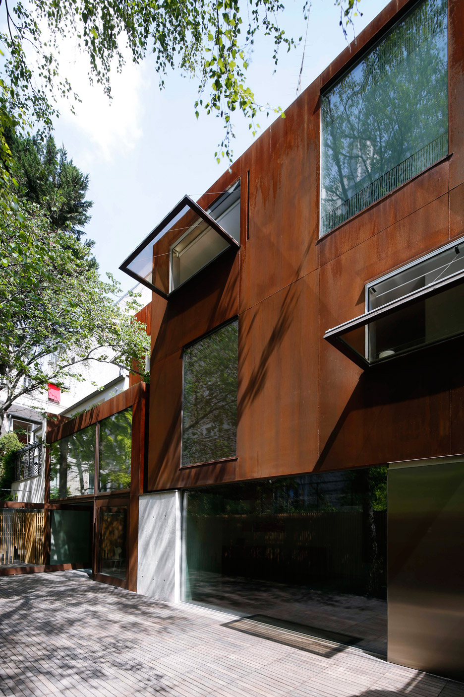the-cubist-house-jacques-moussafir-corten-paris-france-corten-_dezeen_936_8