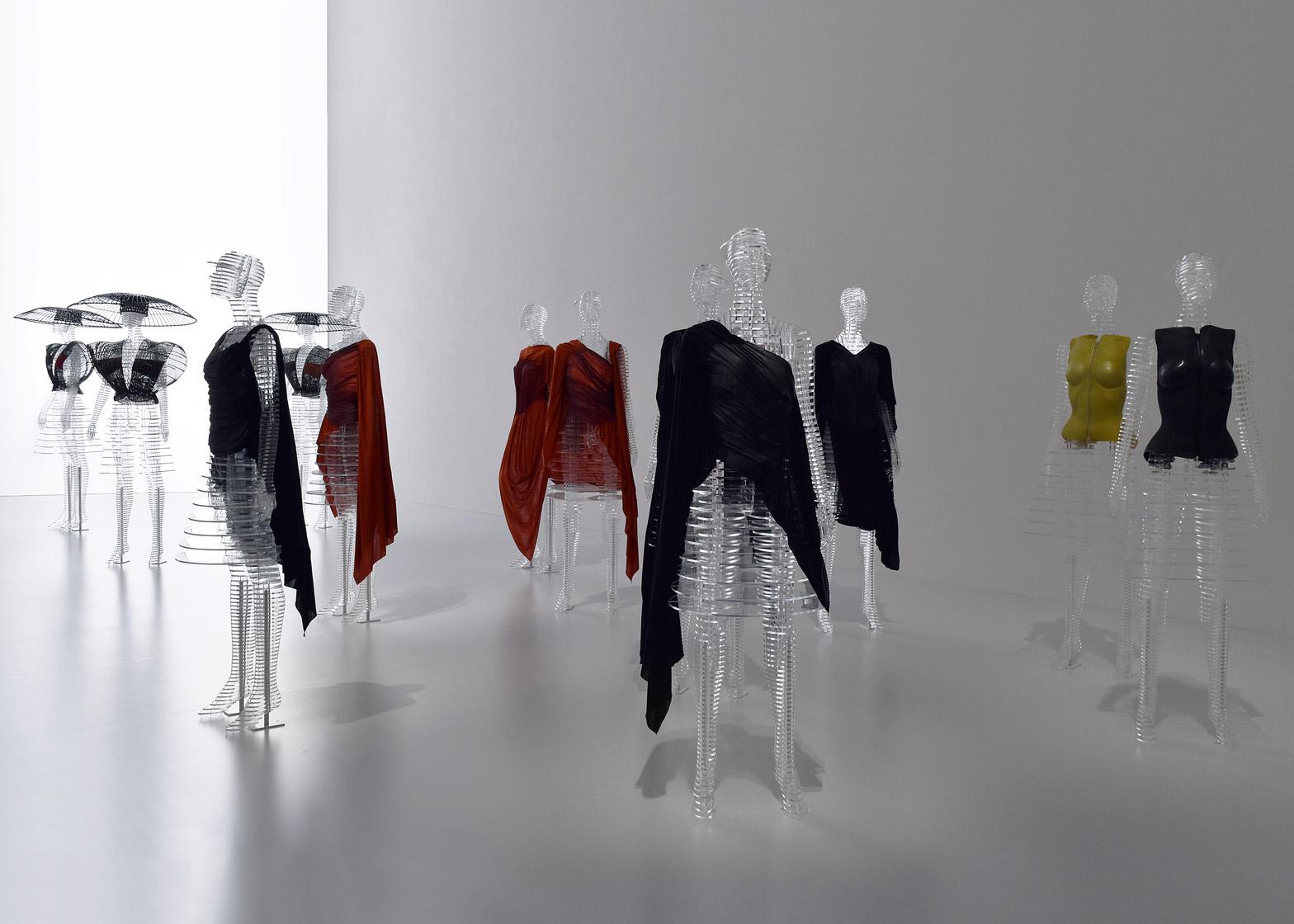 Tokujin Yoshioka mannequins for Issey Miyake