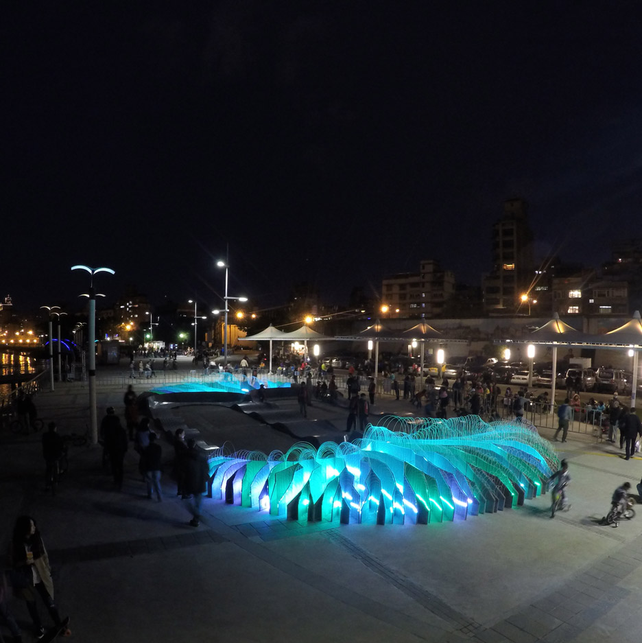 velo2-loop-ph-shin-kong-life-architecture-cycling-light-installation-taipei-taiwan_dezeen_sq_3