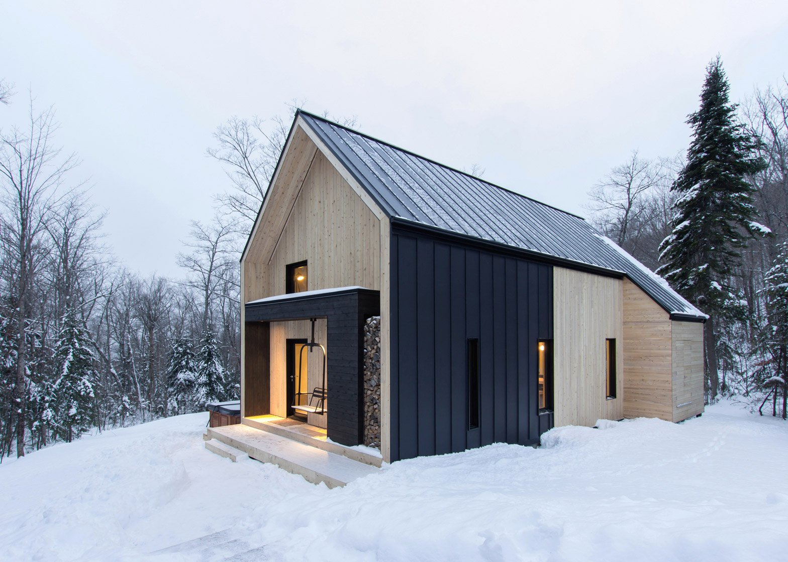 Cargo Home Cargo Architecture Creates A Holiday Home In A Quebec Forest