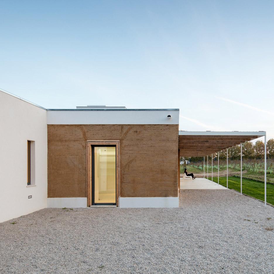 vineyard-house-blaanc-architecture-residential-montijo-portugal-rammed-earth-joao-morgado_dezeen_936_1