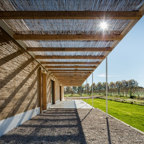 vineyard-house-blaanc-architecture-residential-montijo-portugal-rammed-earth-joao-morgado_dezeen_936_10