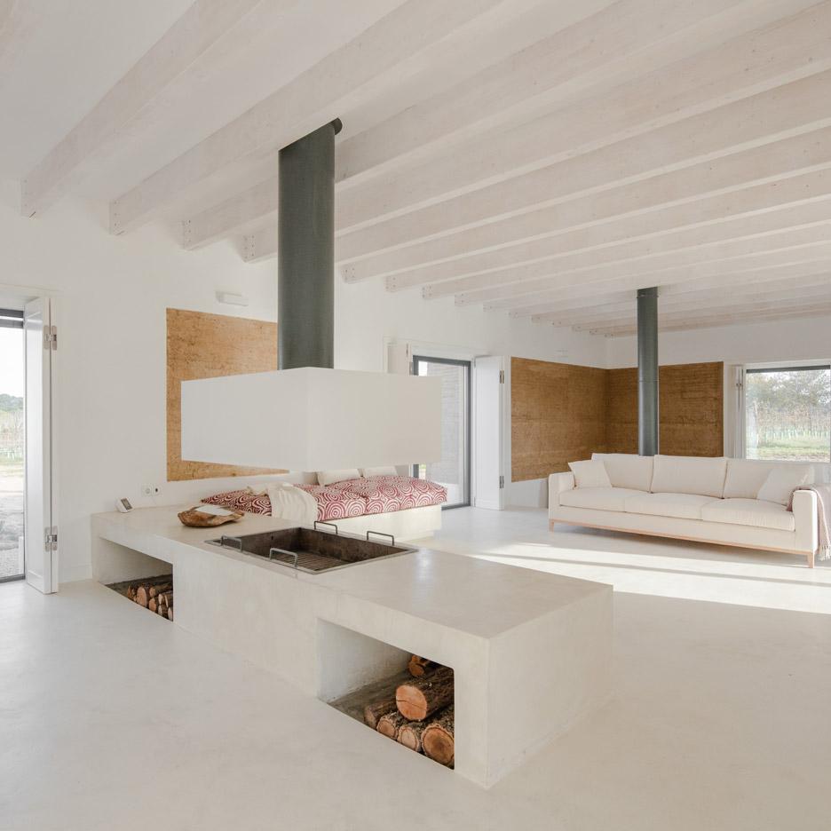 vineyard-house-blaanc-architecture-residential-montijo-portugal-rammed-earth-joao-morgado_dezeen_936_13