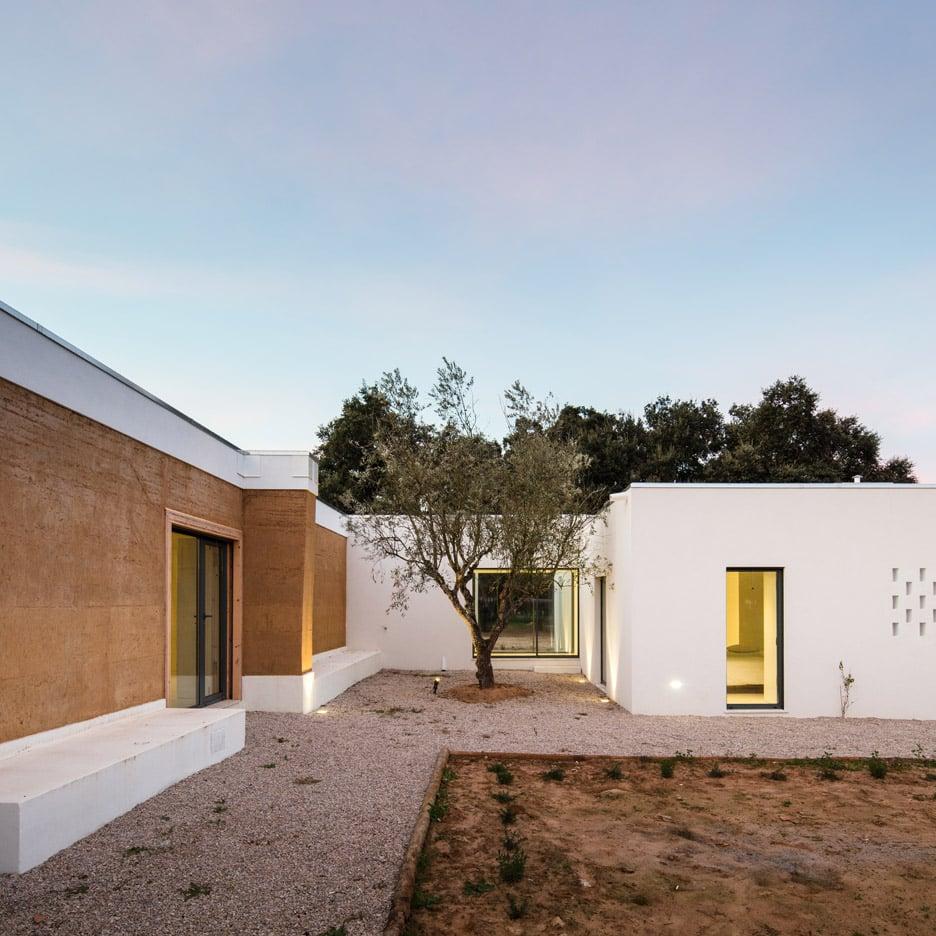 vineyard-house-blaanc-architecture-residential-montijo-portugal-rammed-earth-joao-morgado_dezeen_936_32