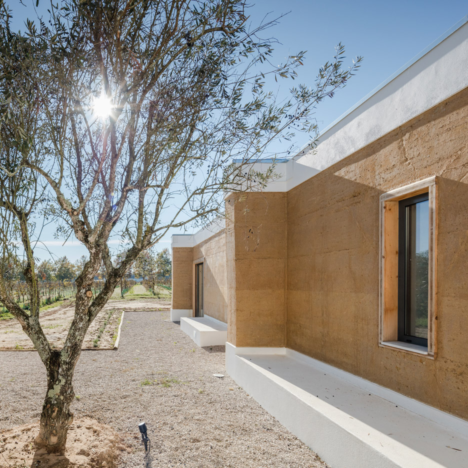 Blaanc uses rammed earth to build house in a portuguese vineyard