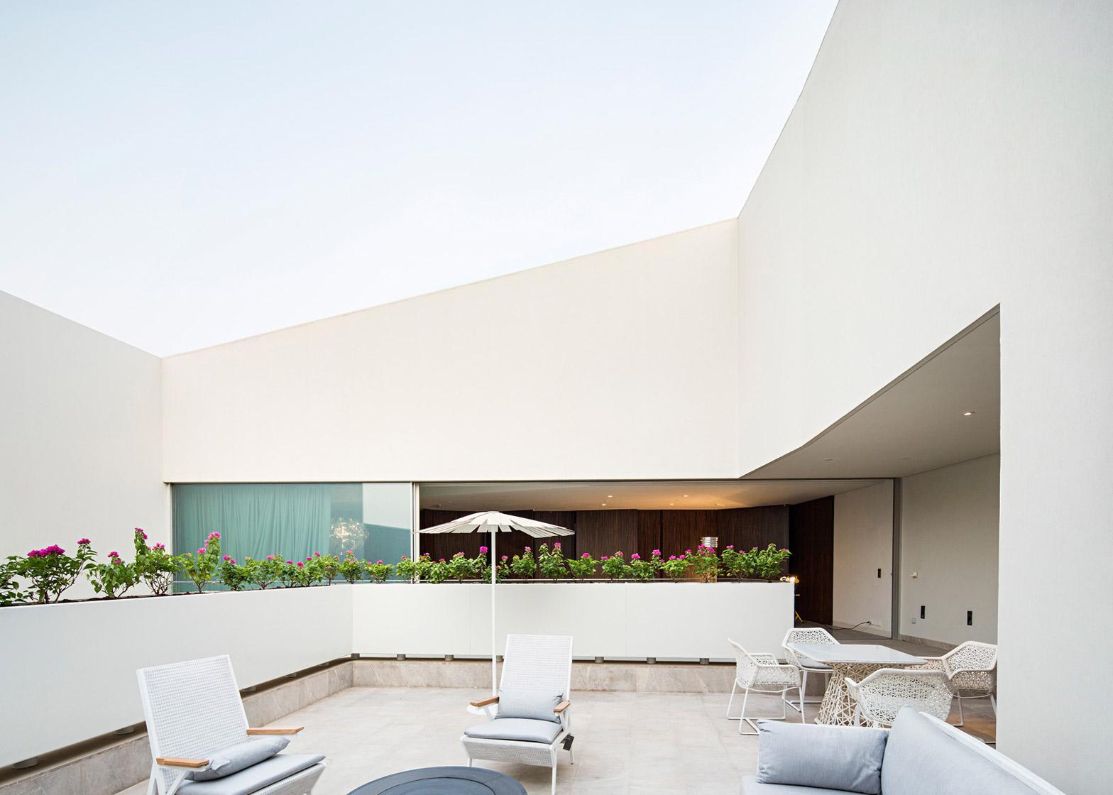 Wall House by AGi Architects