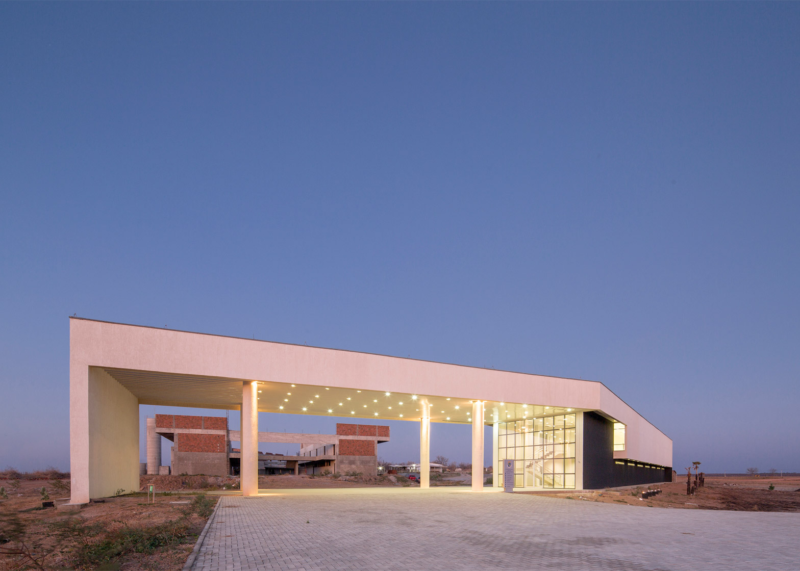 Administrative building of the Federal University of Ceara in Brasil by Rede Arquitetos, photograph by Joana Franca