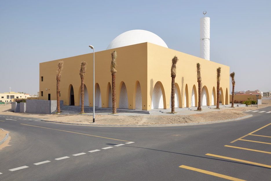 Ibda Design uses contrasting sandstone and white marble for mosque in Dubai