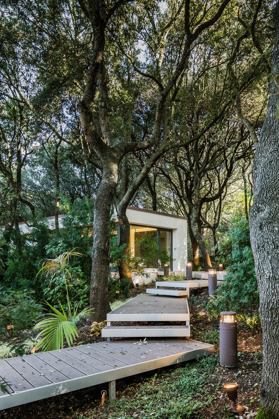 casa-nel-bosco-officina29-architetti-house-in-the-woods-joao-morgado_dezeen_936_0