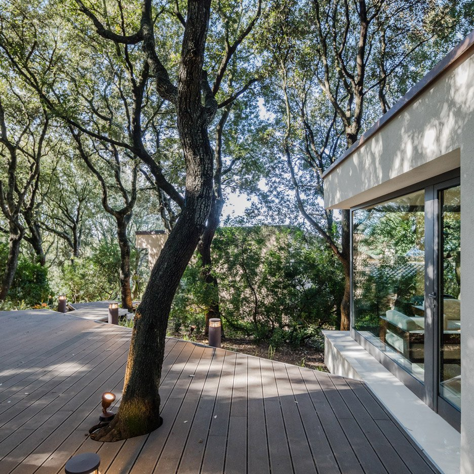casa-nel-bosco-officina29-architetti-house-in-the-woods-joao-morgado_dezeen_936_20