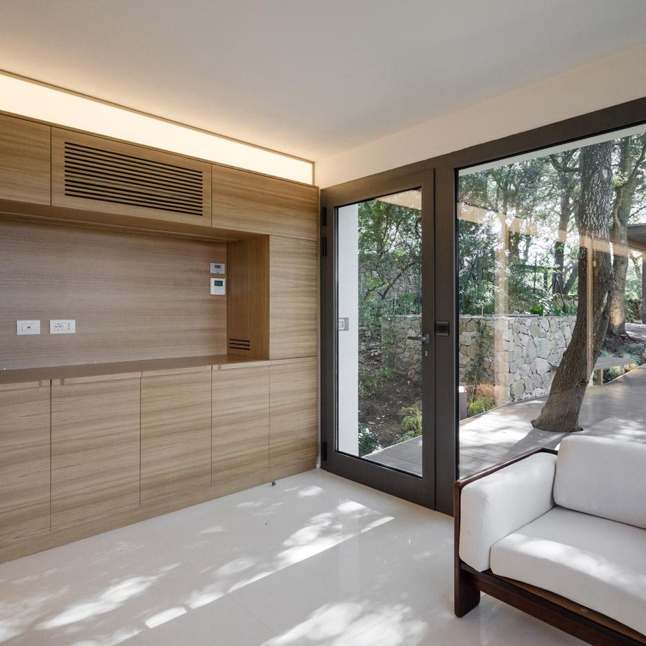 casa-nel-bosco-officina29-architetti-house-in-the-woods-joao-morgado_dezeen_936_37
