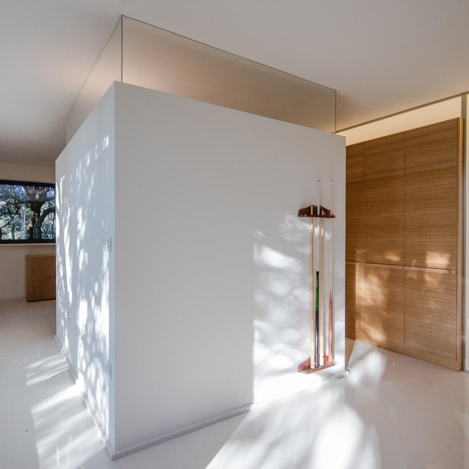 casa-nel-bosco-officina29-architetti-house-in-the-woods-joao-morgado_dezeen_936_41
