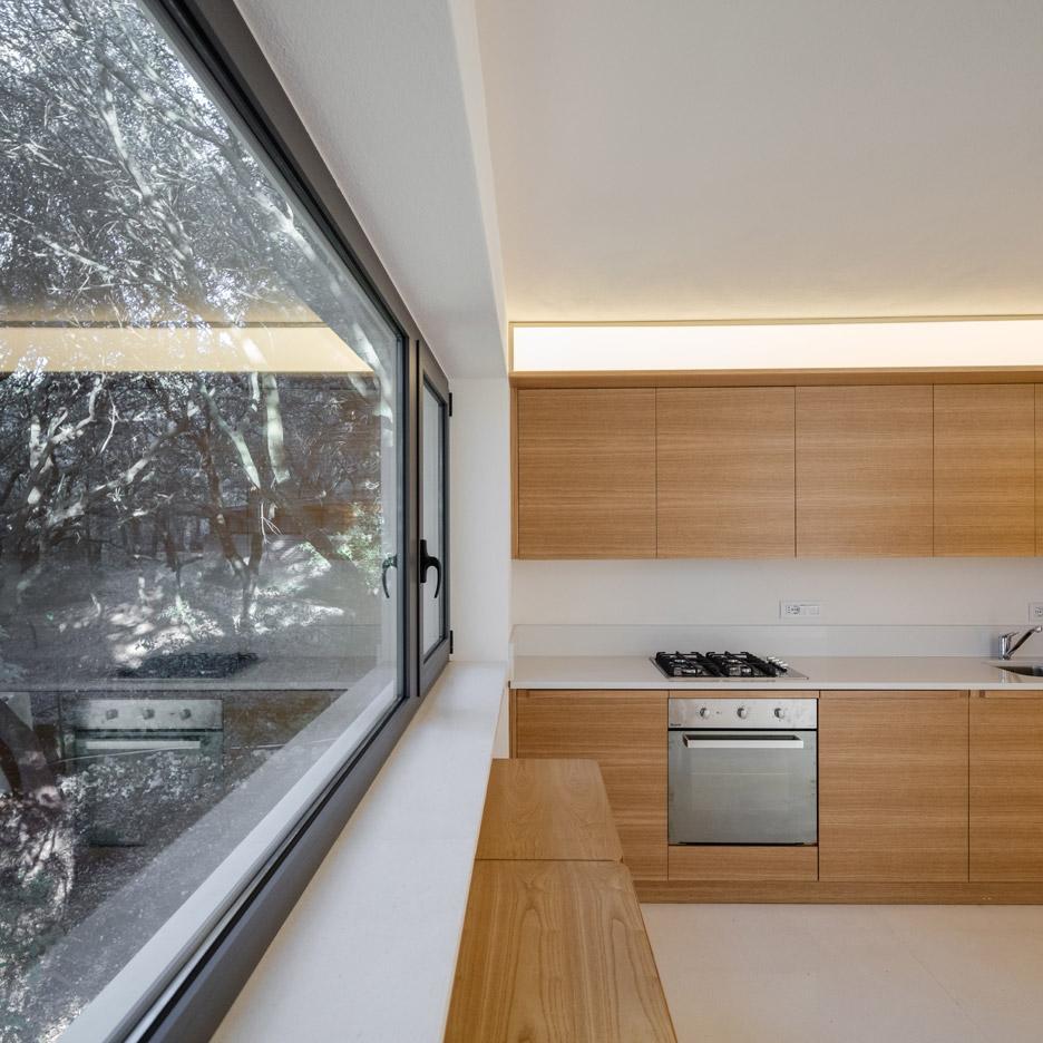 casa-nel-bosco-officina29-architetti-house-in-the-woods-joao-morgado_dezeen_936_44