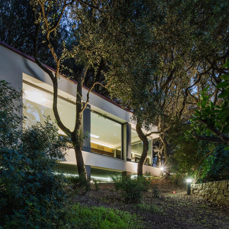 casa-nel-bosco-officina29-architetti-house-in-the-woods-joao-morgado_dezeen_936_58