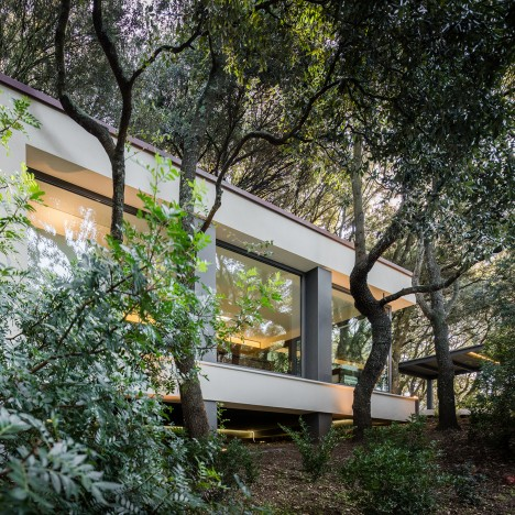 Officina29 Architetti builds garden living room without cutting down any trees