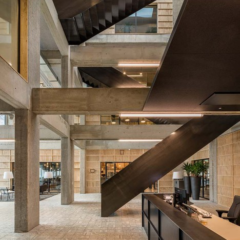 Studioninedots carves out an atrium inside overhauled 1970s office building